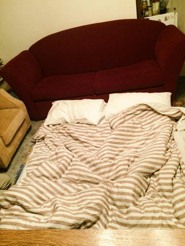 die-wohnung-ist-klein-unser-sofabett